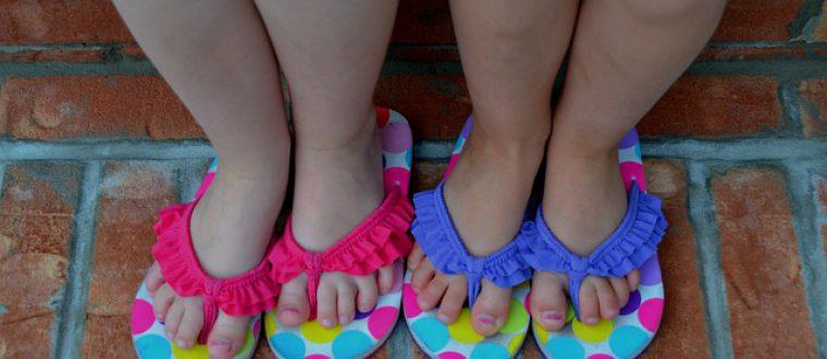 סנדלים לילדות: איך לבחור את הסנדלים המושלמות?