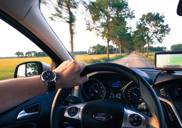 עולים על ההגה: בני נוער, אלו הדברים שמסיחים את דעתכם בכביש